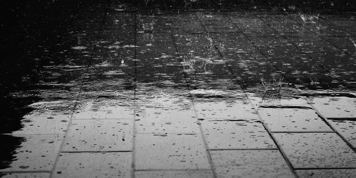 opady deszczu - zalanie mieszkania - jak osuszyć