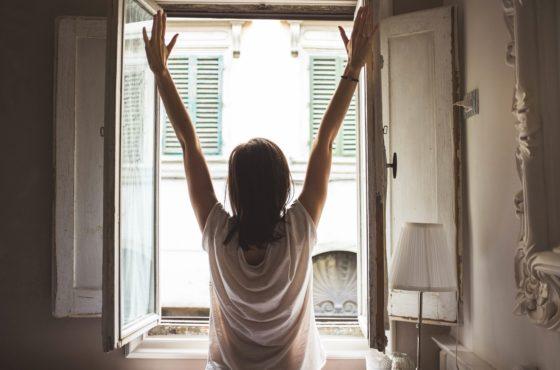 pleśń przy oknach
